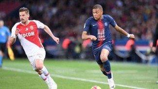 Penyerang Paris Saint-Germain (PSG), Kylian Mbappe (kanan)