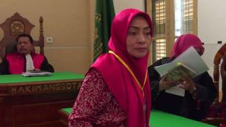 Himma Dewiyana Lubis, dosen Universitas Sumatera Utara terdakwa perkara pelanggaran Undang-Undang ITE, usai menjalani sidang dengan agenda pembacaan tuntutan di Pengadilan Negeri Medan Senin, 22 April 2019.