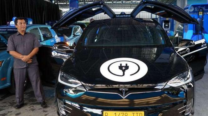 Mobil listrik Tesla Model X jadi taksi Bluebird