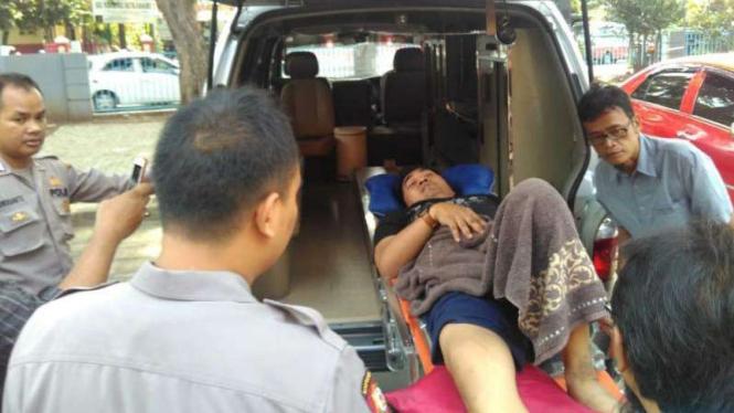 Petugas di Tangerang dilarikan ke rumah sakit karena pingsan saat penghitungan suara.