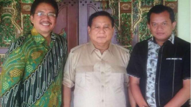 Foto Prabowo dan Denny JA