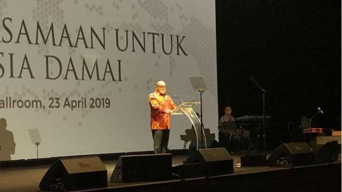 Aburizal Bakrie berpidato di Malam Rembuk Pengusaha Kadin di Jakarta