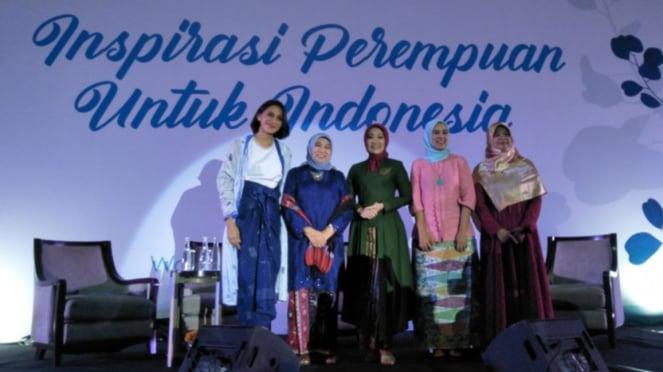 Nurhayati Subakat (dua dari kiri)
