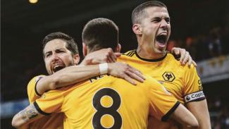 Para pemain Wolverhampton merayakan gol ke gawang Arsenal