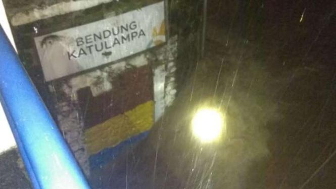 Bendung Katulampa, Bogor, Kamis, 25 April 2019 malam.