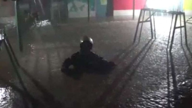 Bendung Katulalampa Siaga 1, banjir landa sejumlah lokasi di Bogor.