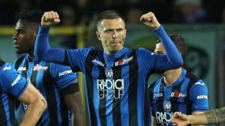 Striker Atalanta, Josip Ilicic, merayakan gol
