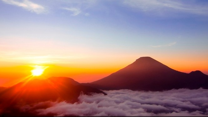 Matahari terbit.