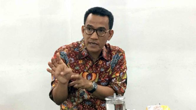 Pakar Hukum Tata Negara, Refly Harun saat berkunjung ke kantor VIVA di Jakarta.
