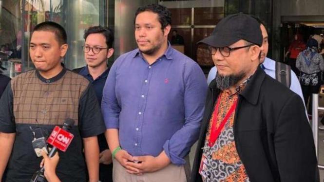 Manager Tim Advokasi Amnesty International untuk wilayah Asia Pasifik, Fransisco Bencosme dan Novel Baswedan di Gedung KPK, Jakarta.