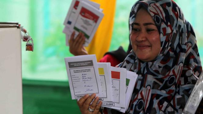 Ilustrasi Warga mengikuti pemungutan suara ulang pemilihan umum (pemilu) 2019.