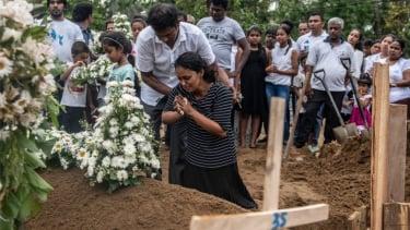 https://thumb.viva.co.id/media/frontend/thumbs3/2019/04/26/5cc2a66628f12-serangan-di-sri-lanka-jumlah-korban-tewas-diralat-komunitas-muslim-takut-aksi-balas-dendam_375_211.jpg
