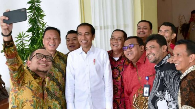 Jokowi bertemu berbagai petinggi persatuan buruh se Indonesia.