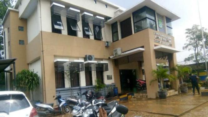 Kantor Kelurahan Panunggangan Barat, Cibodas, Tangerang usai dilanda banjir.
