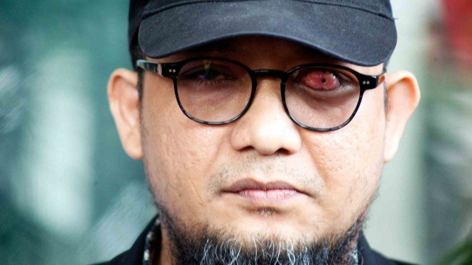 Penyidik Senior Komisi Pemberantasan Korupsi (KPK) Novel Baswedan memberikan keterangan pers di Gedung KPK, Jakarta