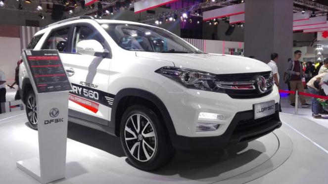 SUV DFSK Glory 560 tampil dalam pameran IIMS 2019.