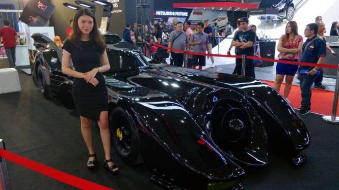 Replika Batmobile dipajang di IIMS 2019