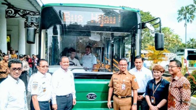 Bakrie & Brothers dan pemprov DKI kenalkan bus listrik TransJakarta.