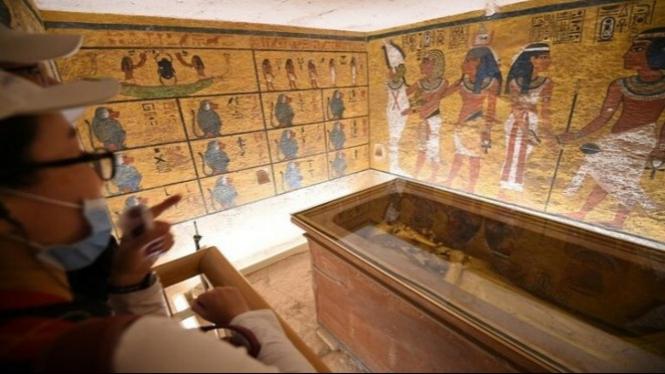 Sarkofagus emas dinasti ke-18, Firaun Tutankhamun.
