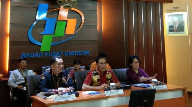 Kepala BPS, Suhariyanto saat konferensi pers inflasi.
