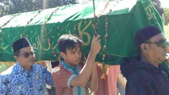 Petugas KPPS Depok meninggal diduga akibat kelelahan setelah pemilu.