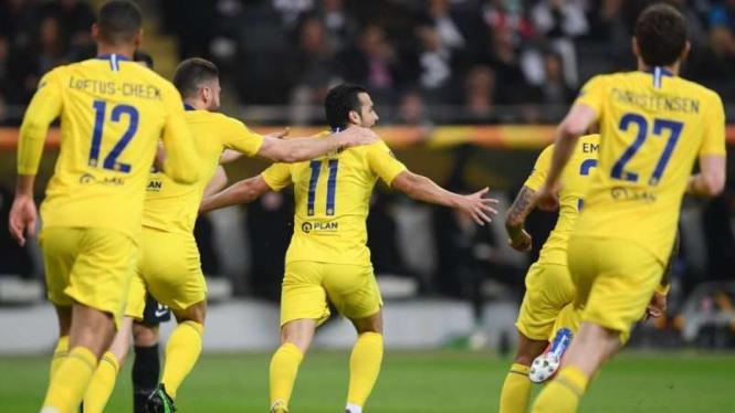 Winger Chelsea, Pedro Rodriguez merayakan gol ke gawang Eintracht Frankfurt