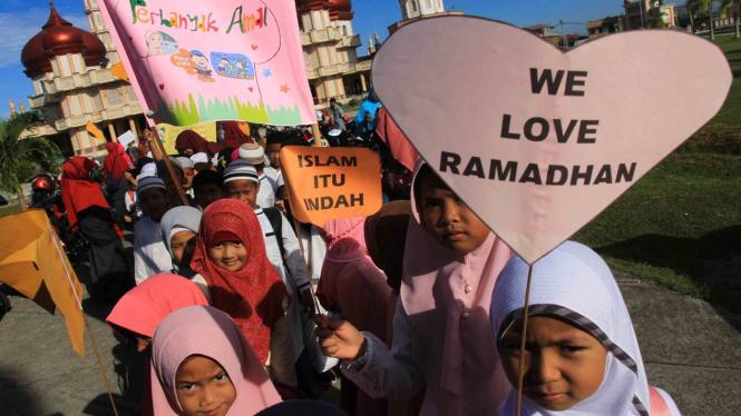 Ceria anak-anak menyambut datangnya Ramadan.