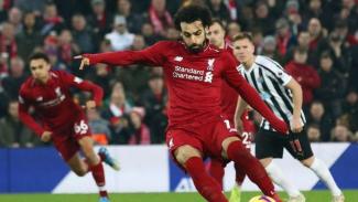 Winger Liverpool, Mohamed Salah, saat mencetak gol ke gawang Newcastle United.