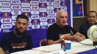 Pelatih Borneo FC, Mario Gomez.