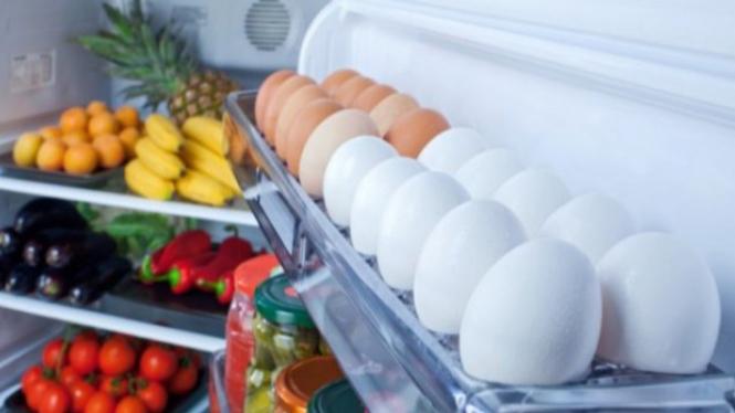 Bahan makanan di kulkas.