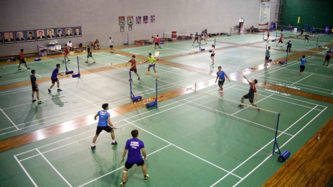 Sejumlah atlet bulutangkis melakukan latihan jelang Kejuaraan Piala Sudirman 2019 di Pelatnas PBSI, Cipayung, Jakarta Timur, Selasa, 7 Mei 2019.