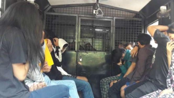 Polisi serahkan 13 remaja peserta 'Goes To Puncak' ke BNN Kabupaten Bogor.