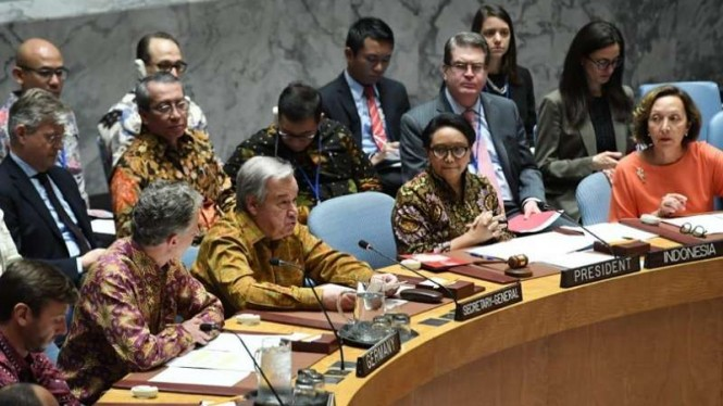 Para pemimpin delegasi Sidang Dewan Keamanan PBB di New York berbaju batik.