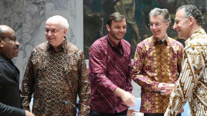 Peserta Sidang Dewan Keamanan PBB berbaju batik