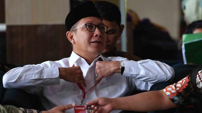 Menteri Agama Lukman Hakim Saifuddin saat menunggu untuk menjalani pemeriksaan di kantor KPK Jakarta, 8 Mei 2019.