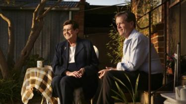 https://thumb.viva.co.id/media/frontend/thumbs3/2019/05/08/5cd267f17ba50-di-australia-pun-orangtua-calon-pemimpin-jadi-sorotan-selama-kampanye-pemilu_375_211.jpg
