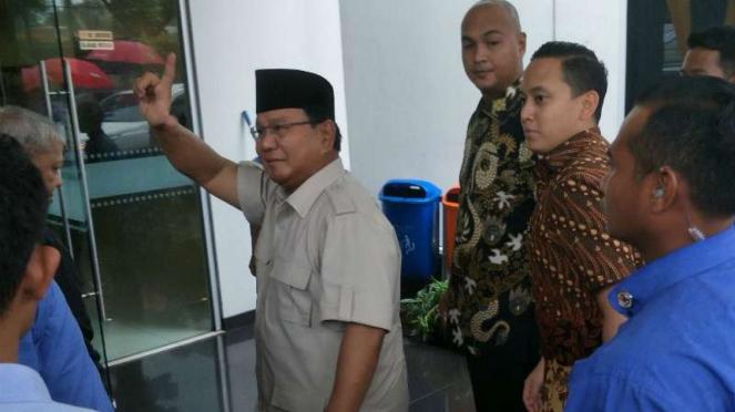 Calon presiden nomor urut 02 Prabowo Subianto di DPP Partai Keadilan Sejahtera.