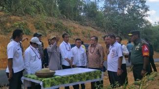 Presiden Joko Widodo saat meninjau calon ibu kota baru.
