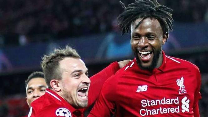 Penyerang Liverpool, Divock Origi (kanan), melakukan selebrasi usai mencetak gol