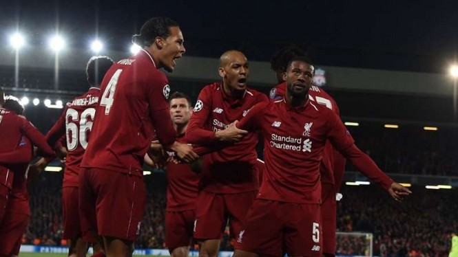 Para pemain Liverpool merayakan gol Georginio WIjnaldum (kanan)