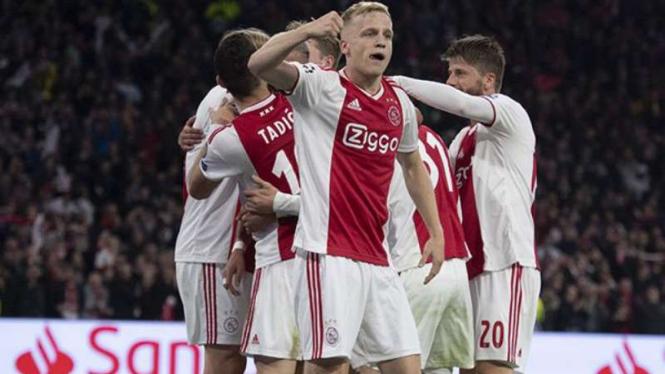 Pemain Ajax Amsterdam rayakan gol ke gawang Tottenham Hotspur.