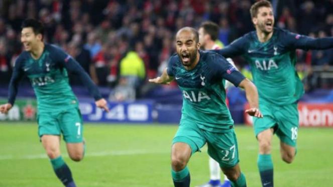 Pemain Tottenham Hotspur, Lucas Moura rayakan gol.