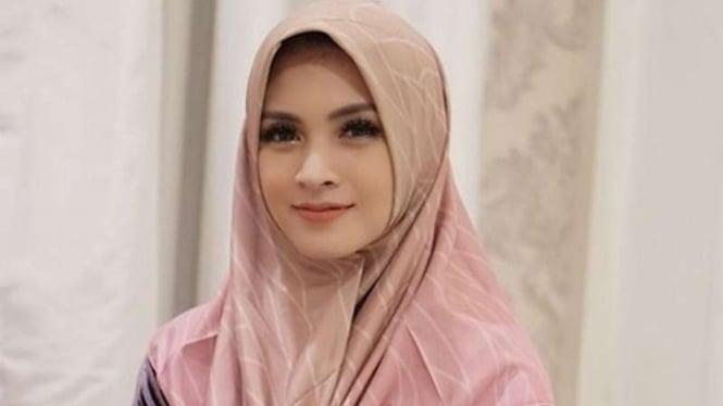 Aktris Donita.