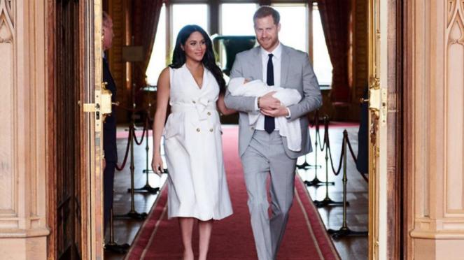 Pangeran Harry, Meghan Markle dan anak pertama mereka.