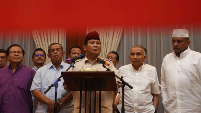 Capres nomor urut 02 Prabowo Subianto (tengah).