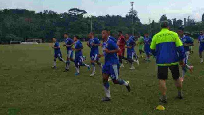 Pemain Persib Bandung latihan.