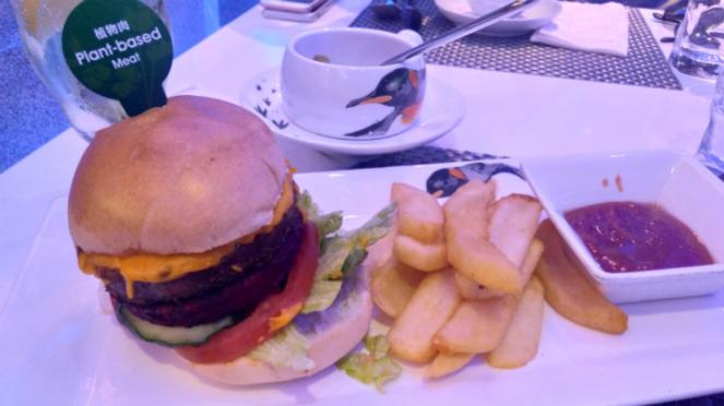 Beyond Meat Cheese Burger, Tuxedo Restaurant, Ocean Park