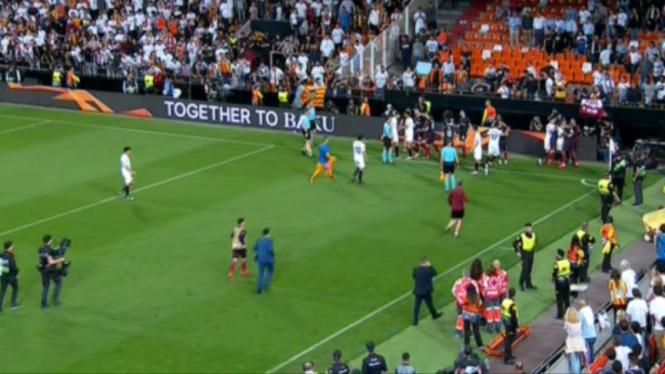Tawuran antar pemain di laga Valencia versus Arsenal