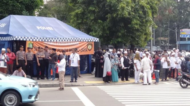 Massa demo di depan Bawaslu sudah berdatangan