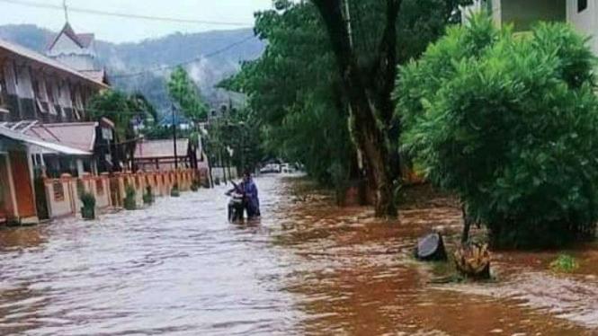 Banjir di Kabupaten Kepulauan Sangihe, Sulawesi Utara, Sabtu, 11 Mei 2019.
